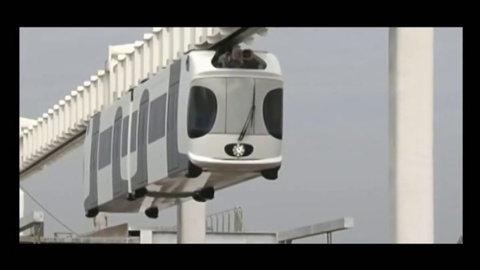 china-unveils-first-battery-powered-suspension-train