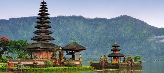 travel_news-indonesia-bali-pura-ulun-danu-bratan-1024x460
