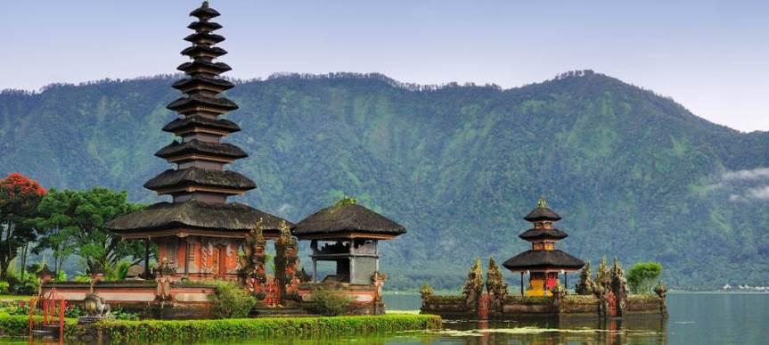 travel_news-indonesia-bali-pura-ulun-danu-bratan-1024x460