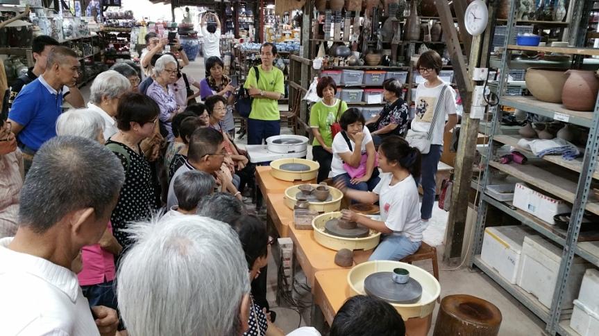 Clay Pottery Making at ThowKwang